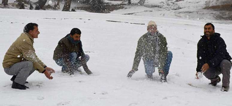 Jammu and Kashmir freezing at minus 4 degrees