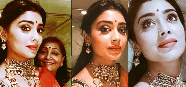 Shriya's bathroom selfies go viral