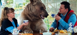 A Russian family reveals memories of their loving 23-year-old bear